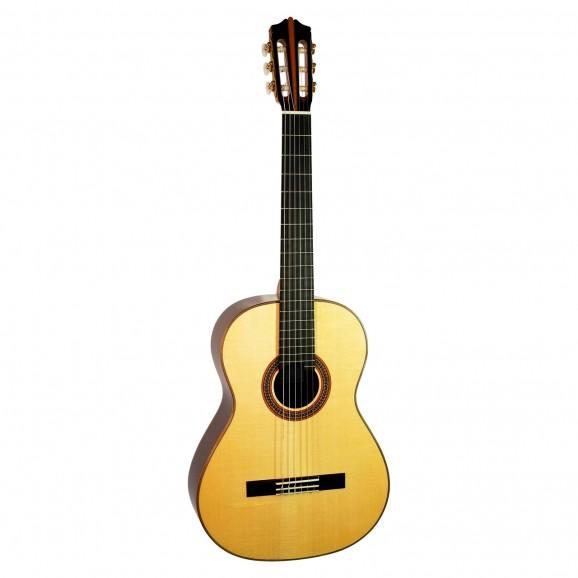 Katoh Munich Classical Guitar inc Hard Case